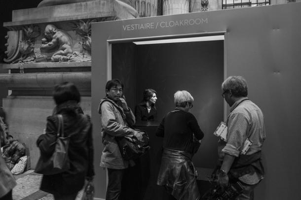 cloakroom-paris-photo