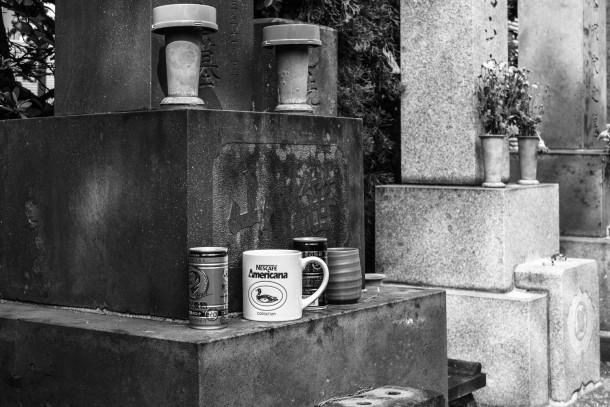 nescafe-en-el-cementerio